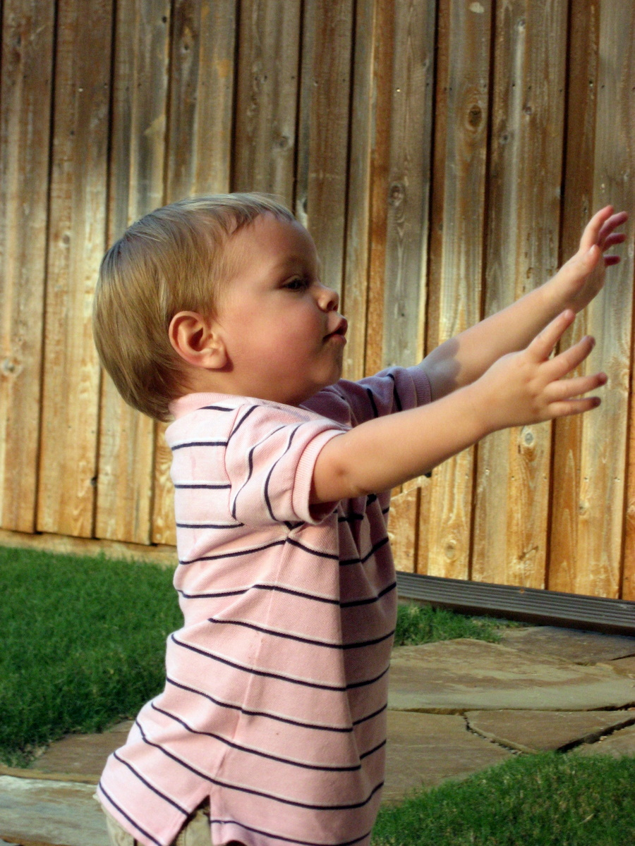 josh-sofia-sept-2009-outside-playing-9-7-2009-7-37-58-pm.JPG